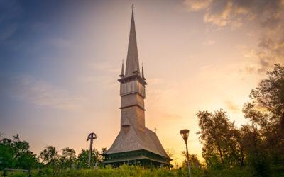 "Biserica de lemn ""Sfinții Arhangheli Mihail și Gavril"" din Şurdeşti"