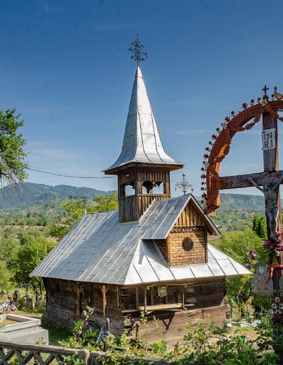 """Biserica de lemn """"Sf. Arhangheli Mihail şi Gavril"""" din Şurdeşti """"Pe Corni"""""""