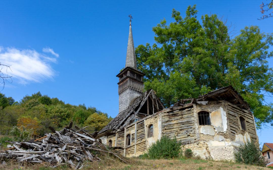 """Biserica de lemn """"Sfinții Arhangheli Mihail și Gavril"""" din Buteasa"""