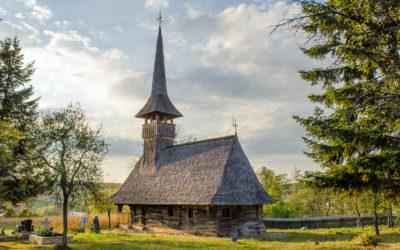 """Biserica de lemn """"Adormirea Maicii Domnului"""" din Cărpiniş"""