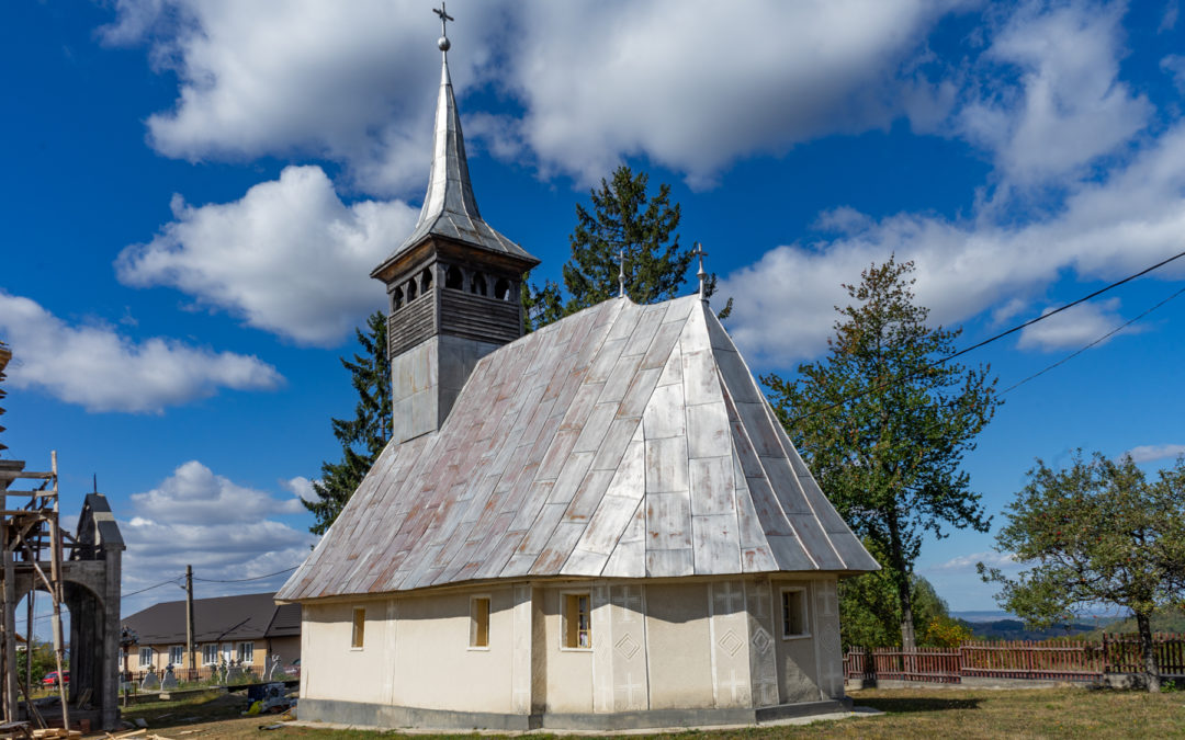 "Biserica de lemn ""Sf. Arhangheli Mihail şi Gavril"" din Codru Butesii"