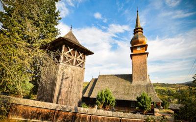 """Biserica de lemn """"Naşterea Maicii Domnului"""" din Lăschia"""