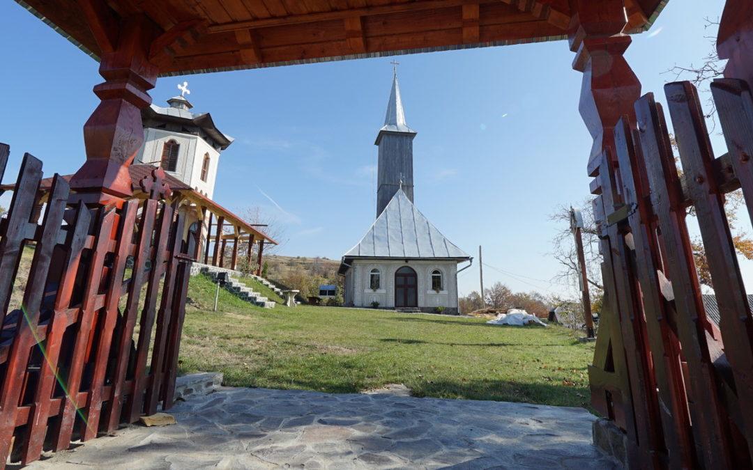 """Biserica """"Sf. Apostoli Petru şi Pavel"""" din Preluca Veche"""