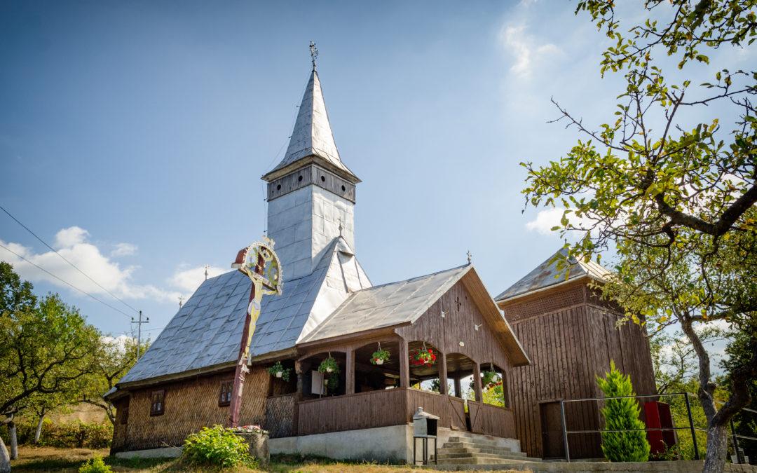 """Biserica de lemn """"Naşterea Preacuratei"""" din Remecioara"""