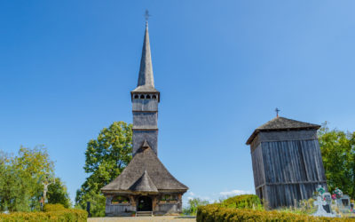 """Biserica de lemn """"Sfinţii Arhangheli Mihail şi Gavril"""" din Remetea Chioarului"""