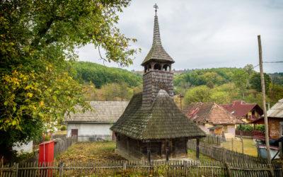 """Biserica de lemn """"Cuvioasa Paraschiva"""" din Stejera"""