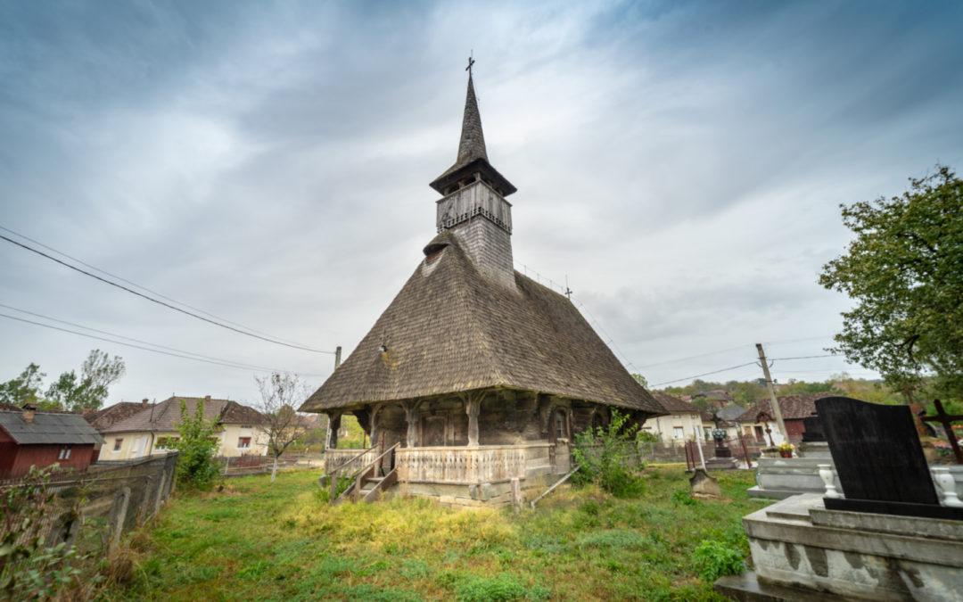 """Biserica de lemn """"Sf. Arhangheli"""" din Vălenii Şomcutei"""