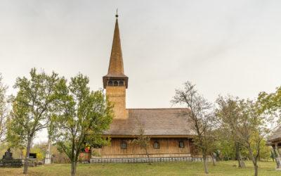 """Biserica de lemn """"Sfinţii Arhangheli"""" din Vărai"""